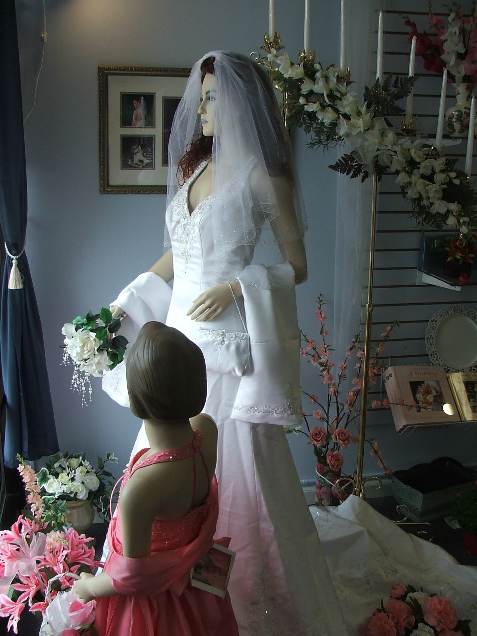 dresses/trainbridal.jpg